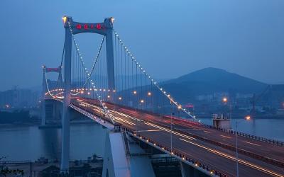 桥梁灯光重在勾勒